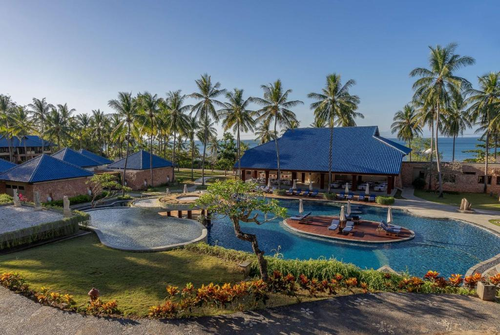 A view of the pool at Wyndham Sundancer Resort Lombok or nearby
