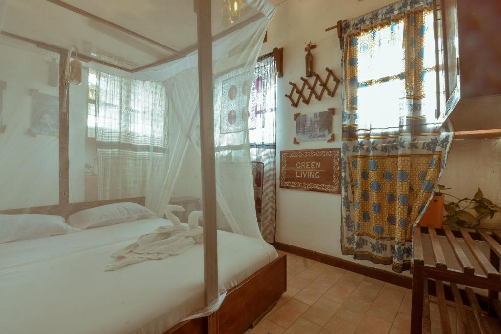 A bed or beds in a room at Malindi Guest House