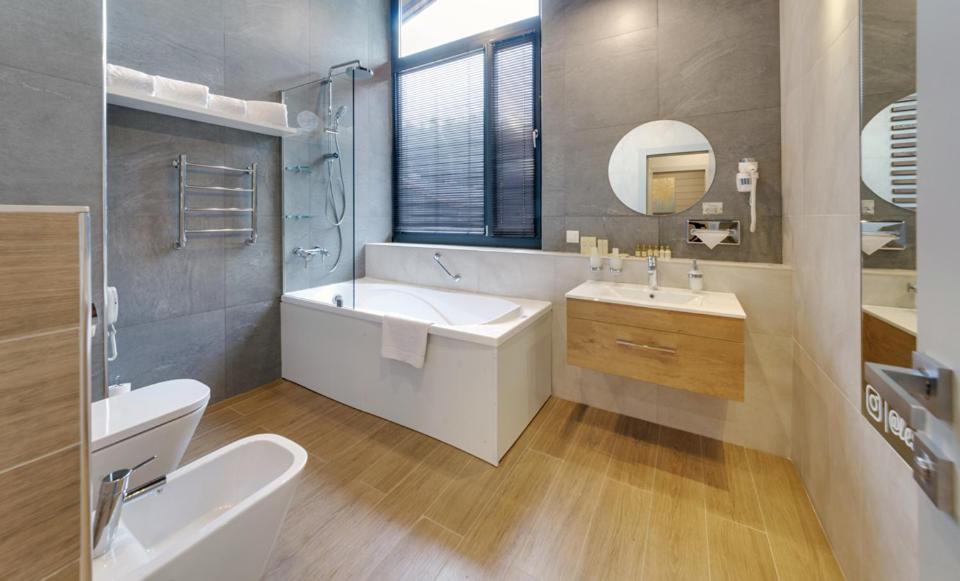 A bathroom at LES Art Resort