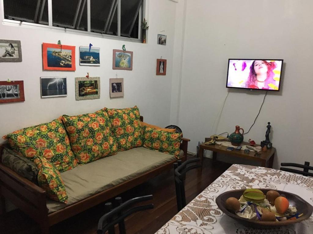 A seating area at BARRA - 3 Quartos / 3 Banheiros - Amplo, Aconchegante e Artesanal