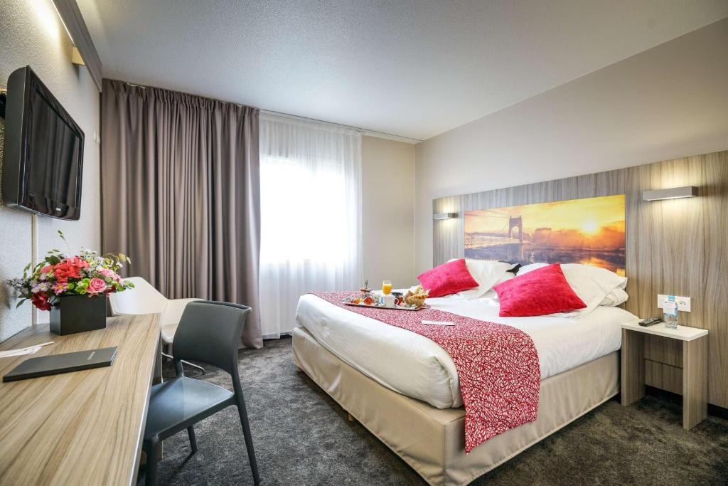 A bed or beds in a room at Best Western Saphir Lyon