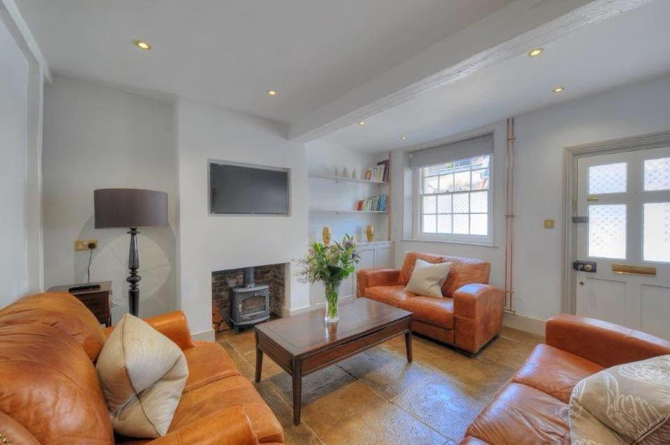 A seating area at Little Monmouth holiday cottage, Old town, Lyme Regis