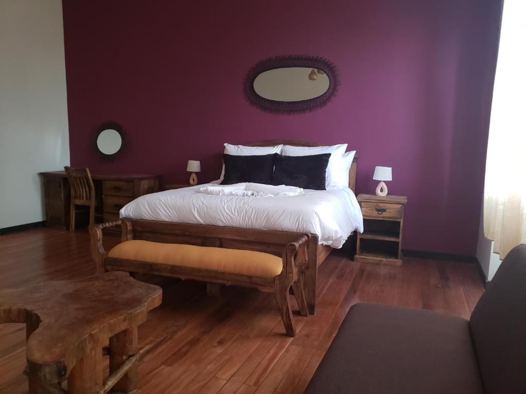 A bed or beds in a room at Loki Boutique La Paz