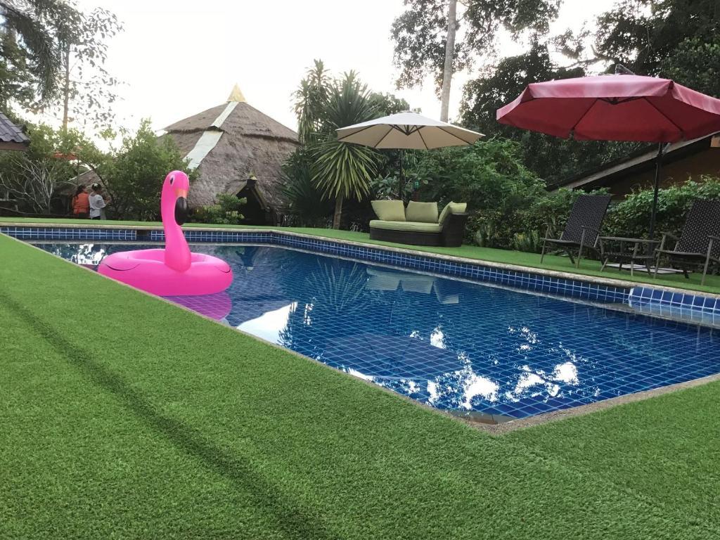 Het zwembad bij of vlak bij Grand Tree