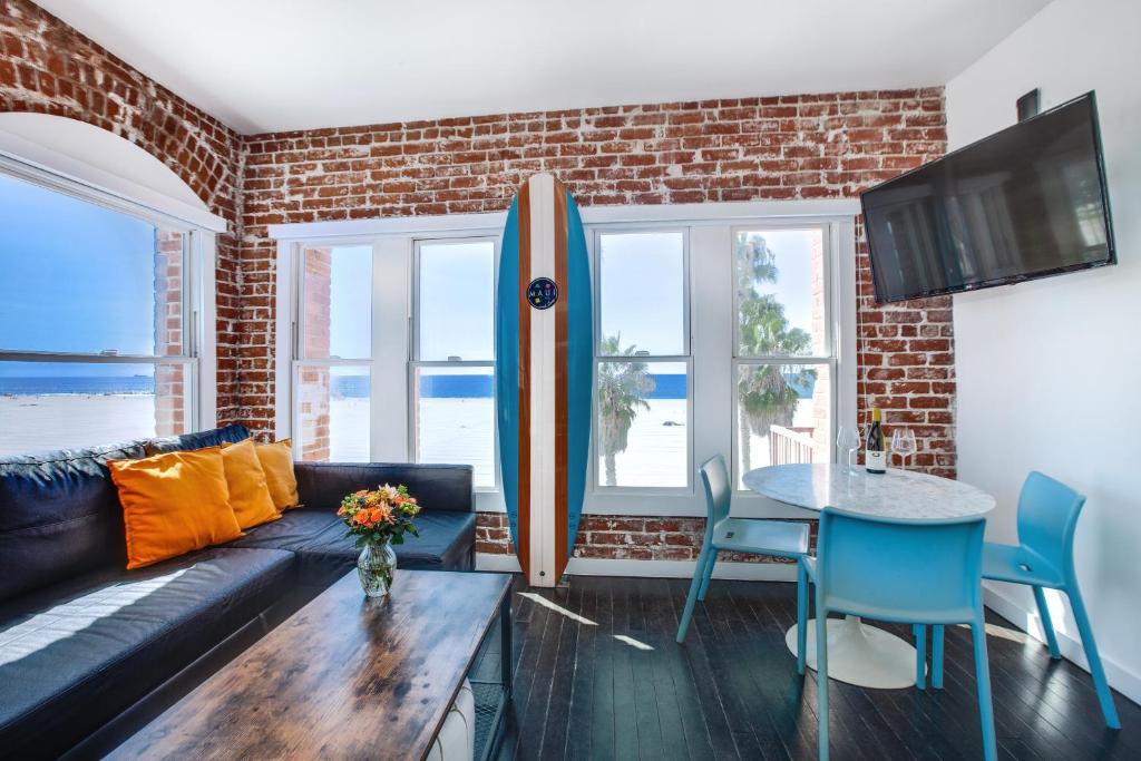 Ein Sitzbereich in der Unterkunft Venice Breeze Suites