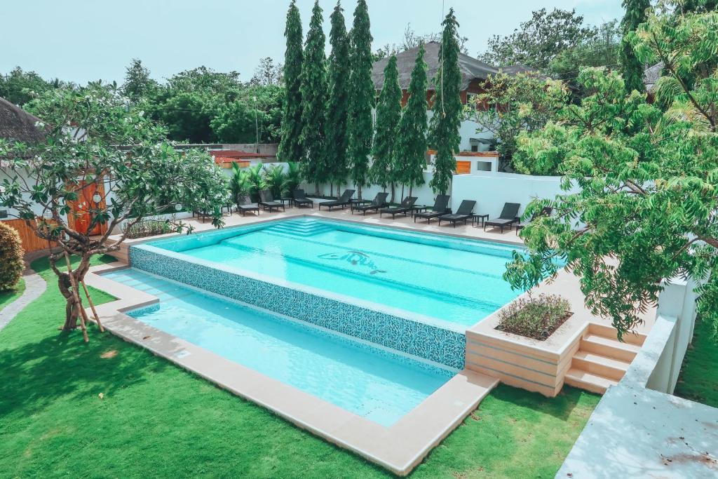 The swimming pool at or near Liquid Dive Resort