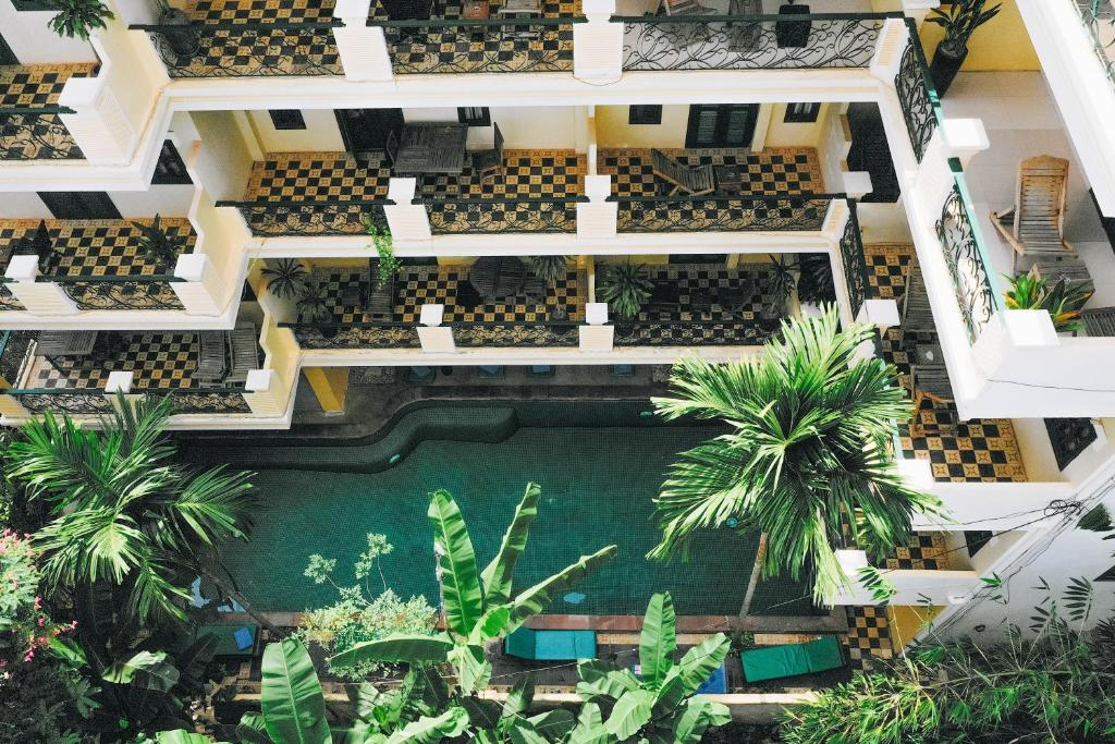 A view of the pool at Golden Banana Residence or nearby
