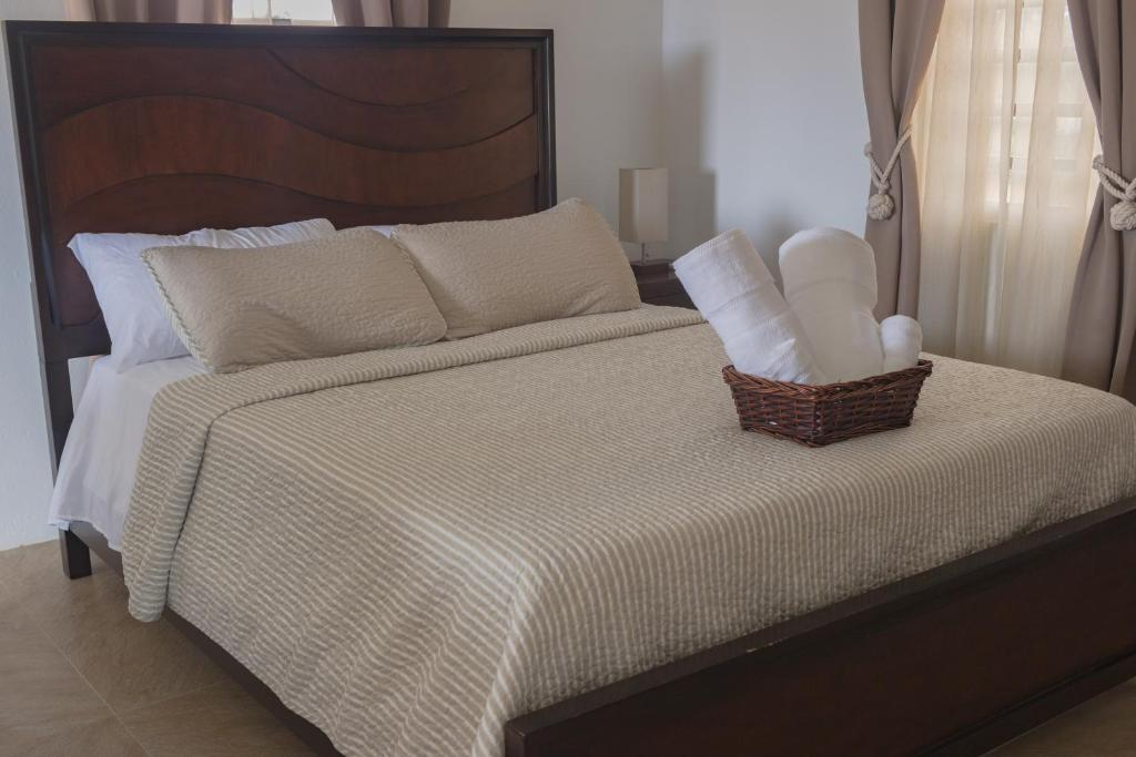 A bed or beds in a room at The Hidden Cottage