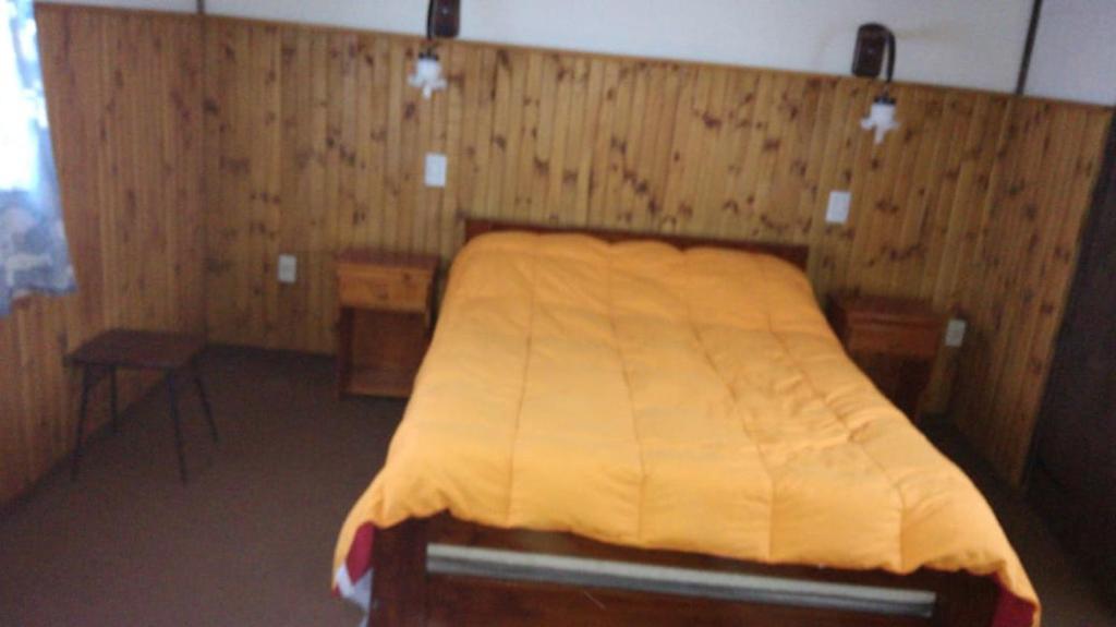Una cama o camas en una habitación de La Casa De La Rosa Mosqueta