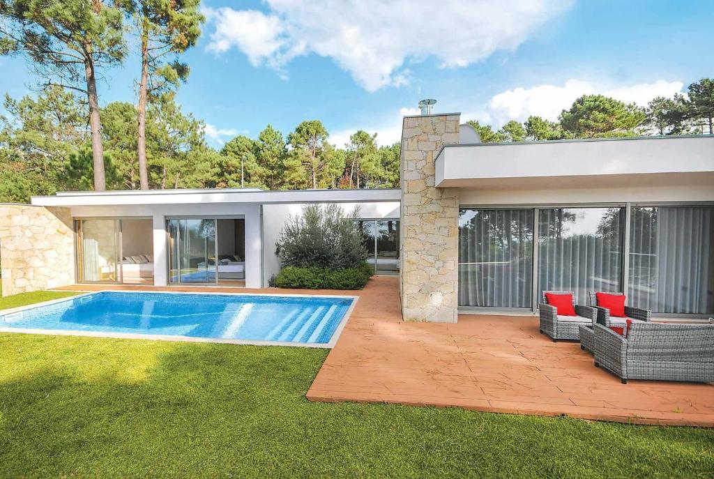 The swimming pool at or near Villa Retiro