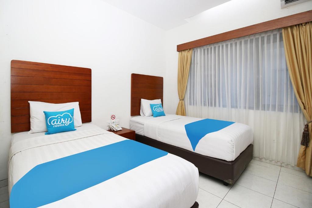 A bed or beds in a room at Airy Syariah Kartasura Garuda Mas Solo
