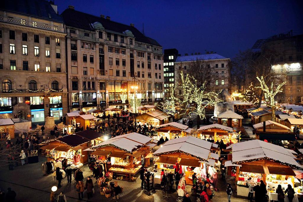 Vorosmarty Square Budapest Christmas Market.Lovely Condo With A View On Vorosmarty Square Budapest