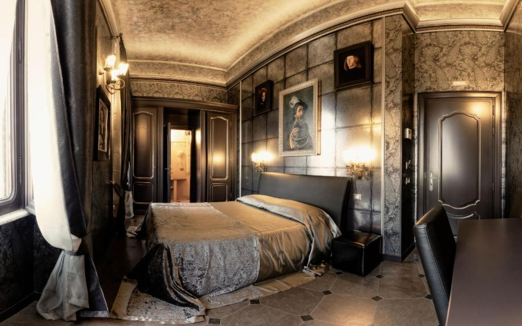 A bed or beds in a room at Antica Dimora Delle Cinque Lune