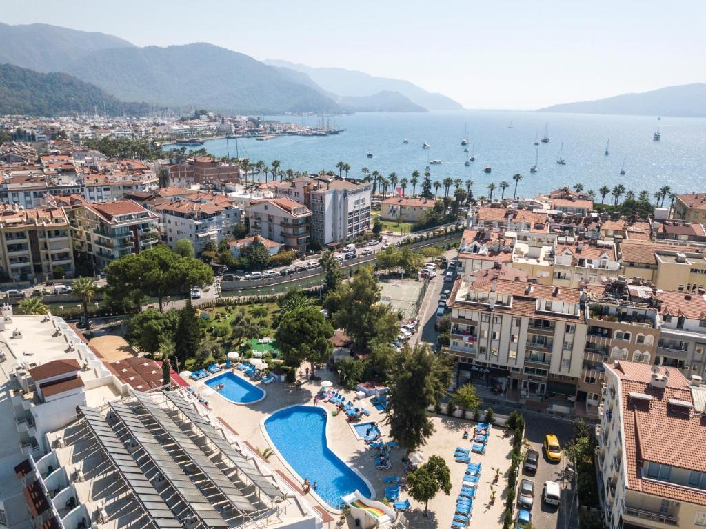 Uitzicht op het zwembad bij Halici Otel Marmaris of in de buurt