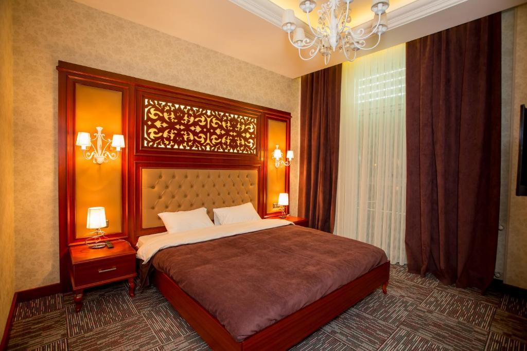 Кровать или кровати в номере AZPETROL HOTEL MINGECHAUR