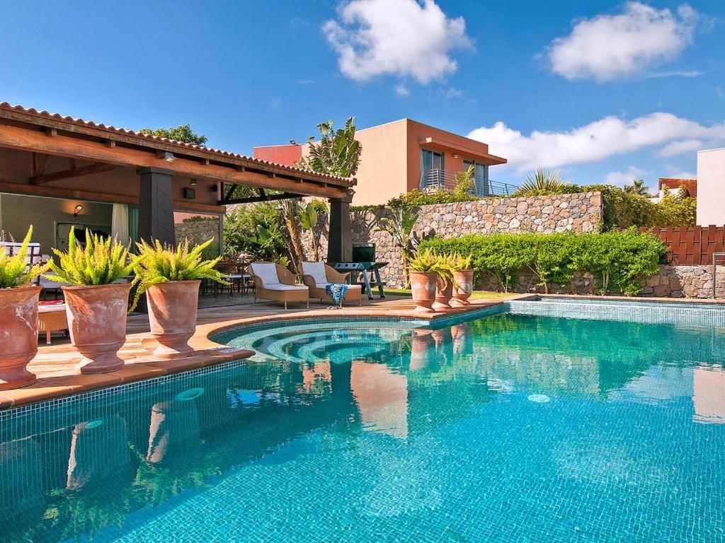 Maspalomas Villa Sleeps 6 Pool Air Con WiFi, Salobre, Spain ...
