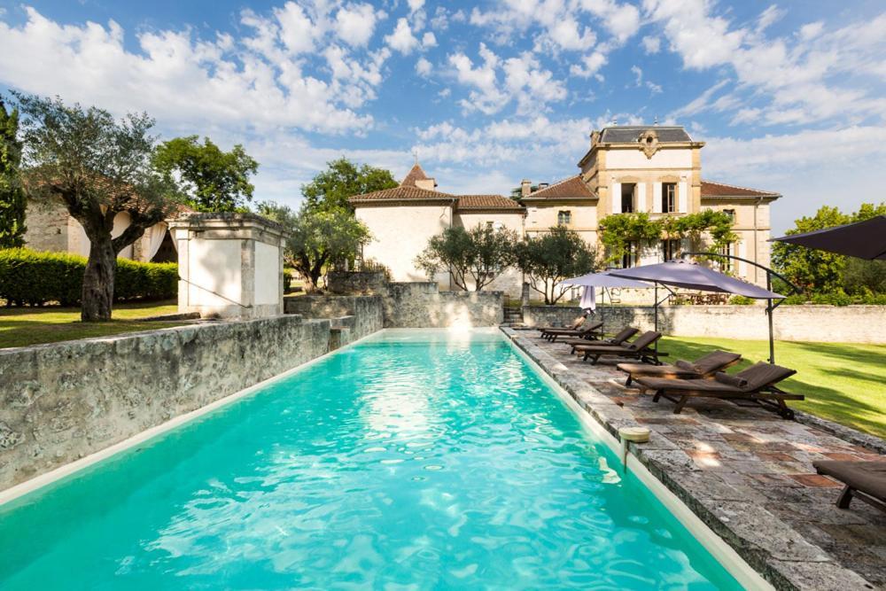 Piscine de l'établissement Montjoi Chateau Sleeps 26 Pool WiFi ou située à proximité
