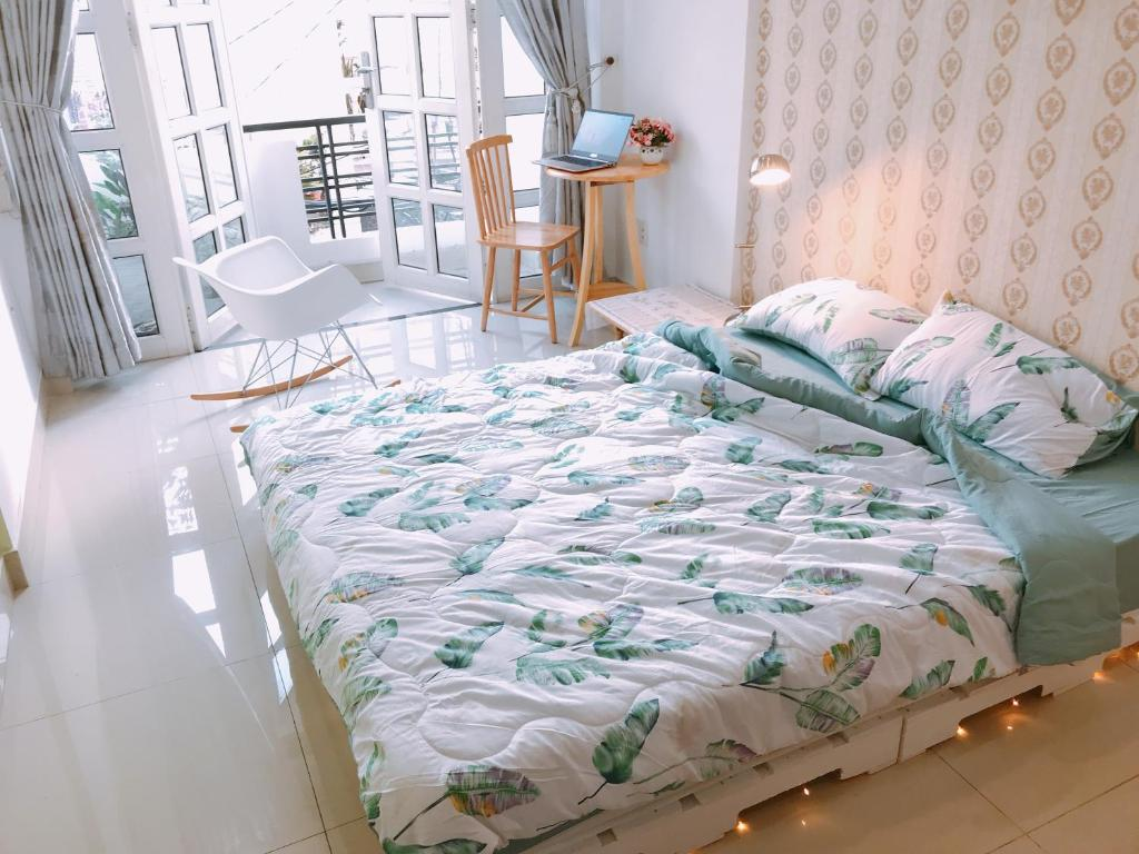 A bed or beds in a room at Beso House