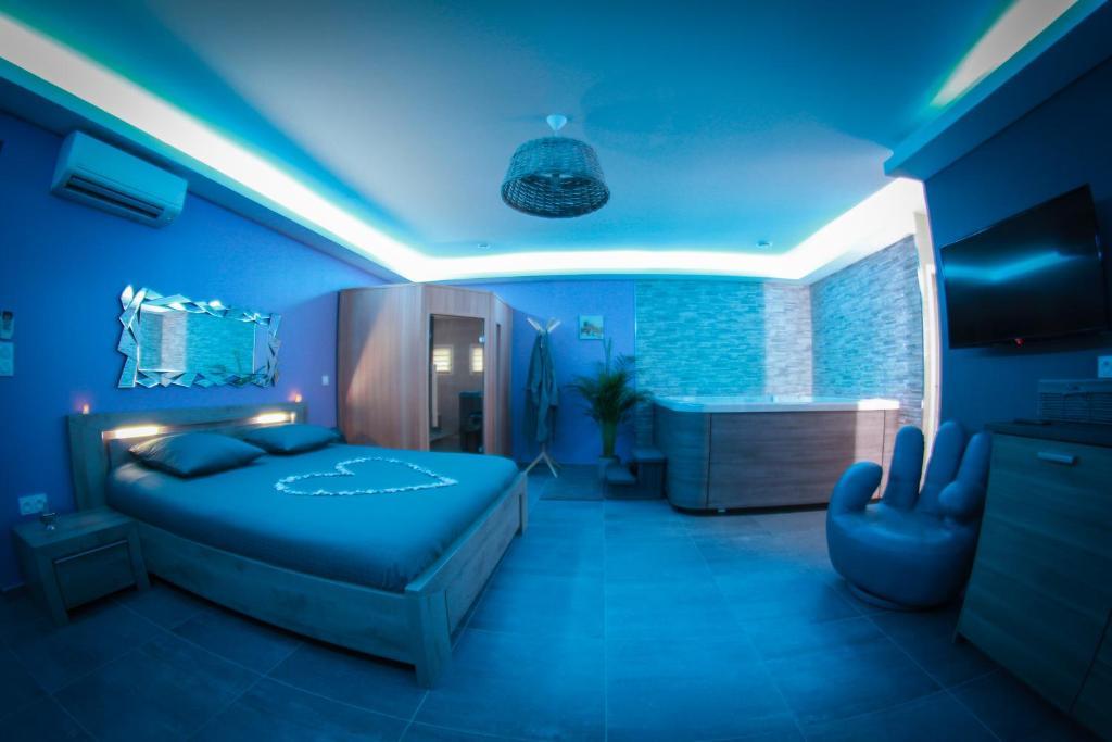 Love Hotel Nuit Vip Spa Sauna Privatif Le Rove France Booking Com