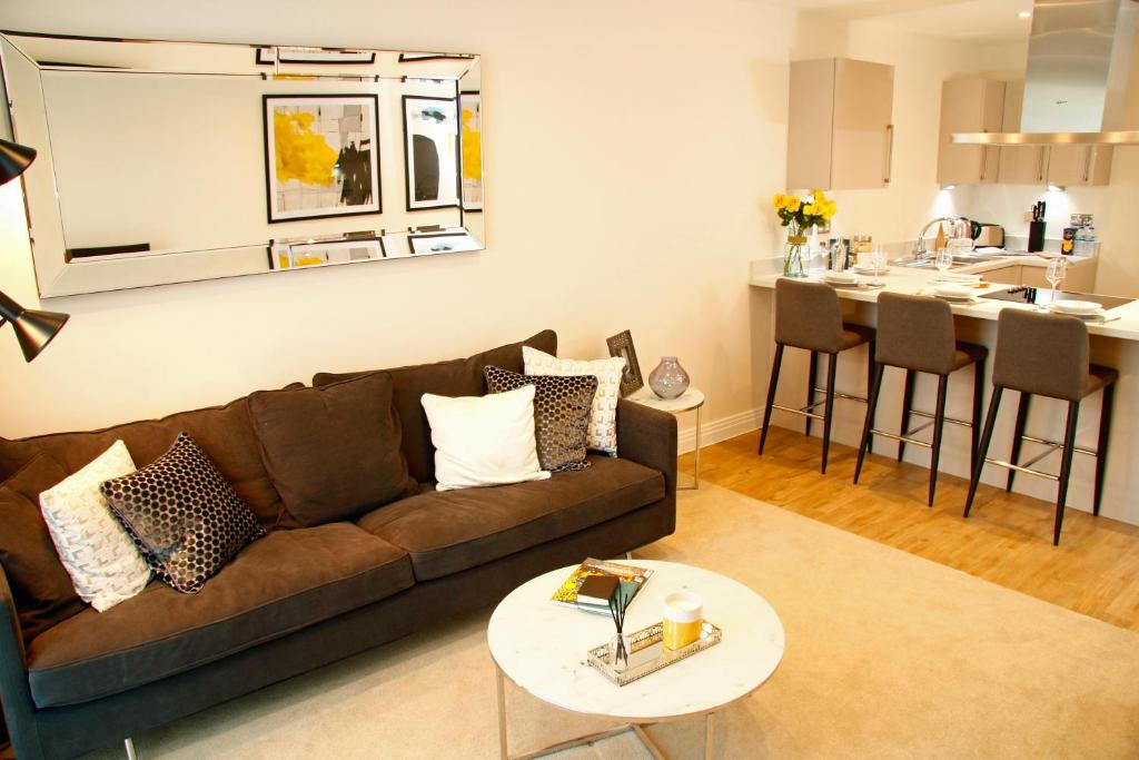 A seating area at Welwyn Business Park Apartments