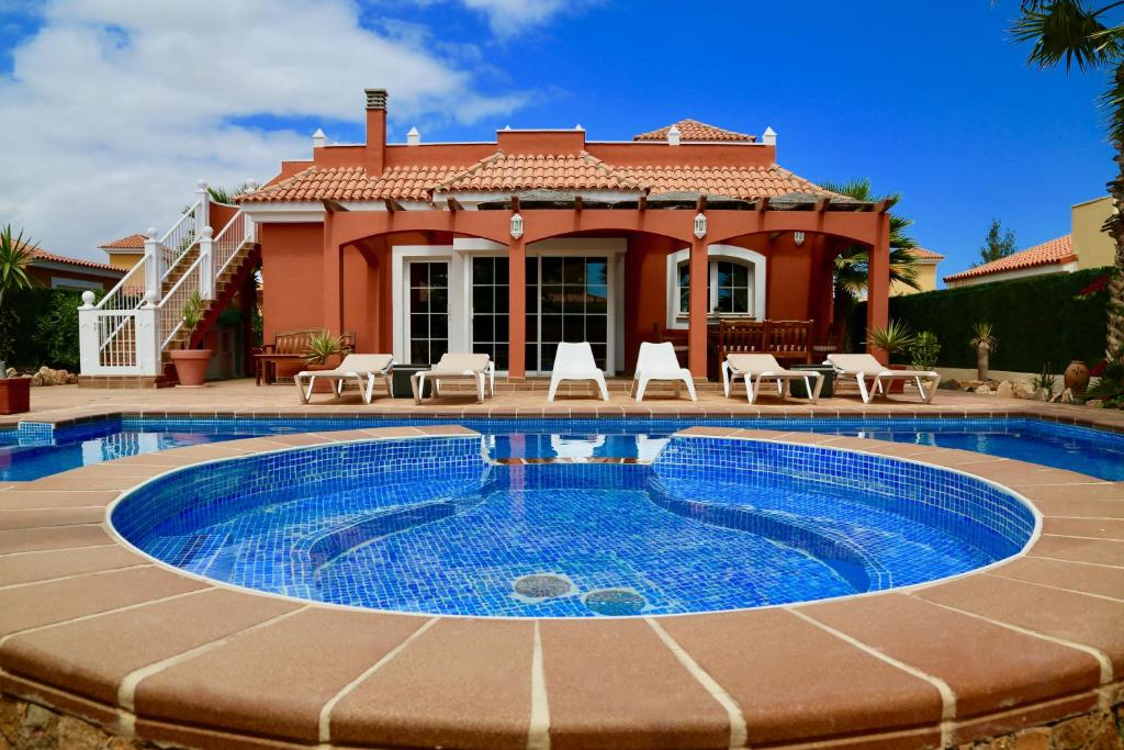 Villa Daisy, Caleta De Fuste, Spain - Booking.com