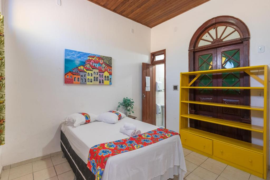 A bed or beds in a room at Pousada Brisa do Mar