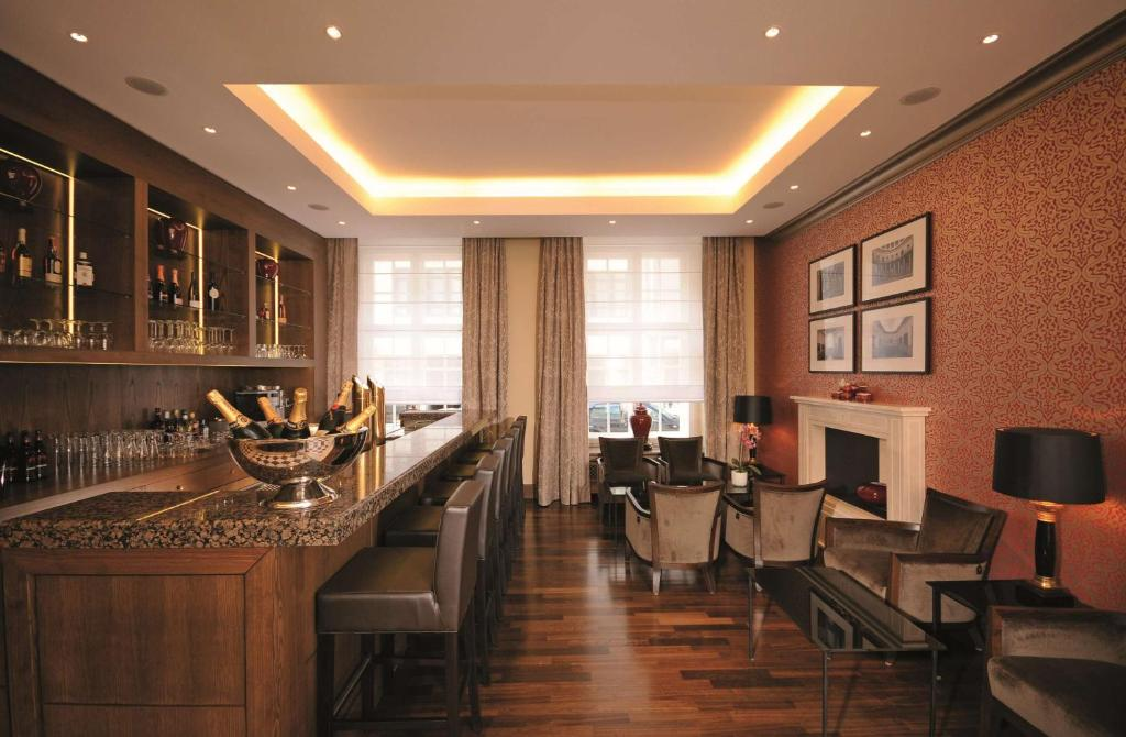 A restaurant or other place to eat at Best Western Plus Hotel StadtPalais
