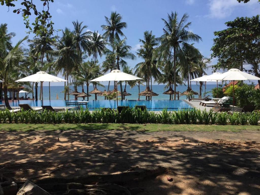 The swimming pool at or near Mai House Resort