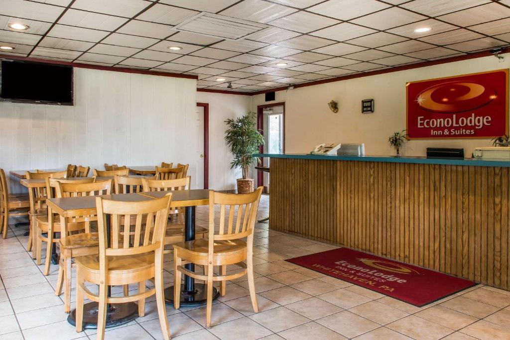 Econo Lodge Inn & Suites White Haven