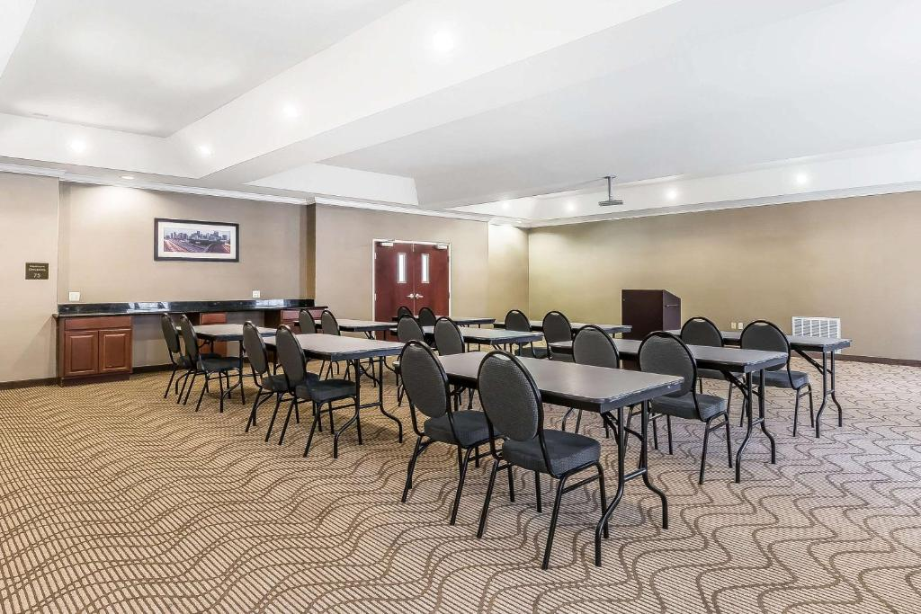 Comfort Suites Houston IAH Airport - Beltway 8, Houston ...