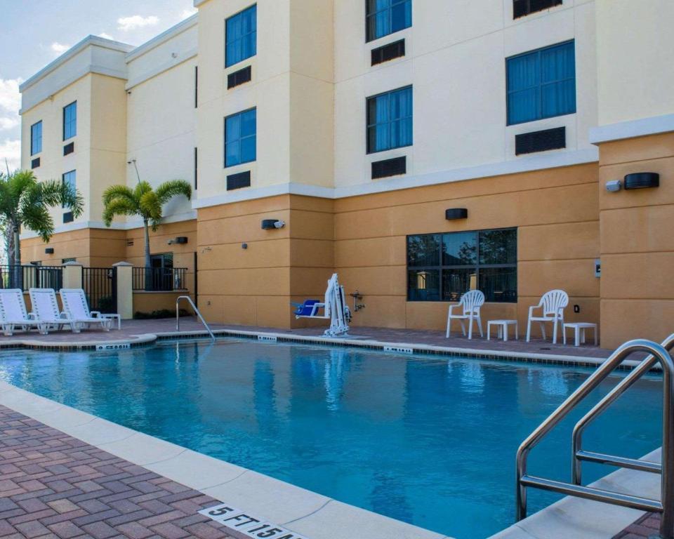 Hotel Comfort Suites Vero Beach I 95