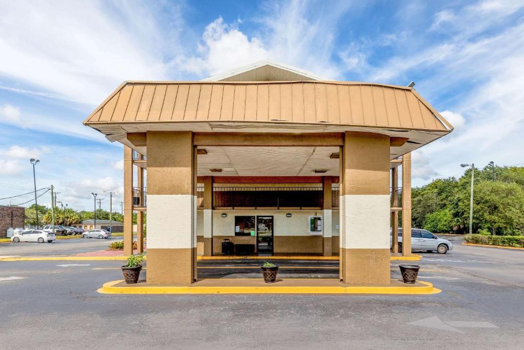 Knights Inn Tampa