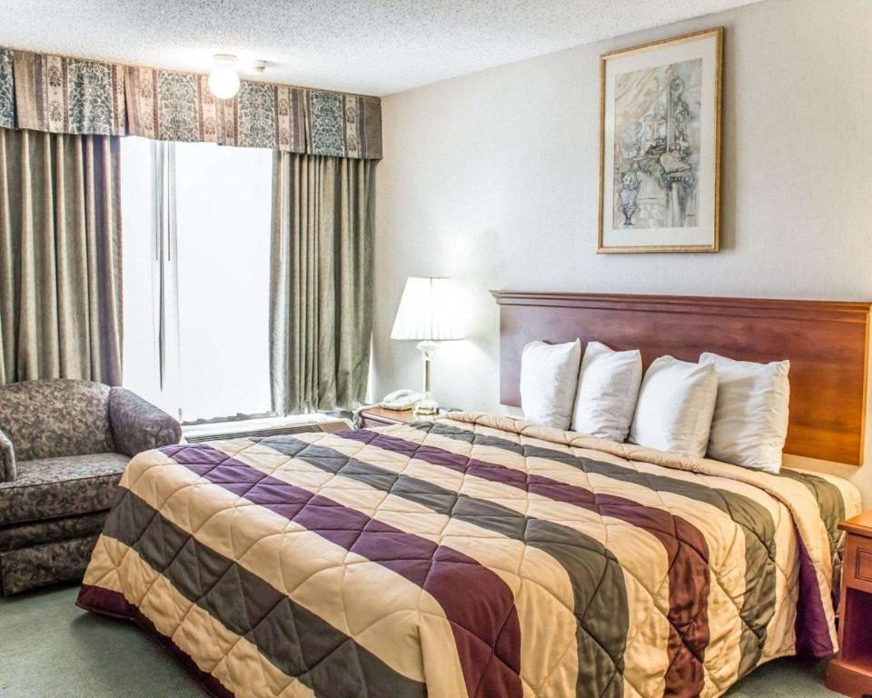 Econo Lodge & Suites - Greensboro