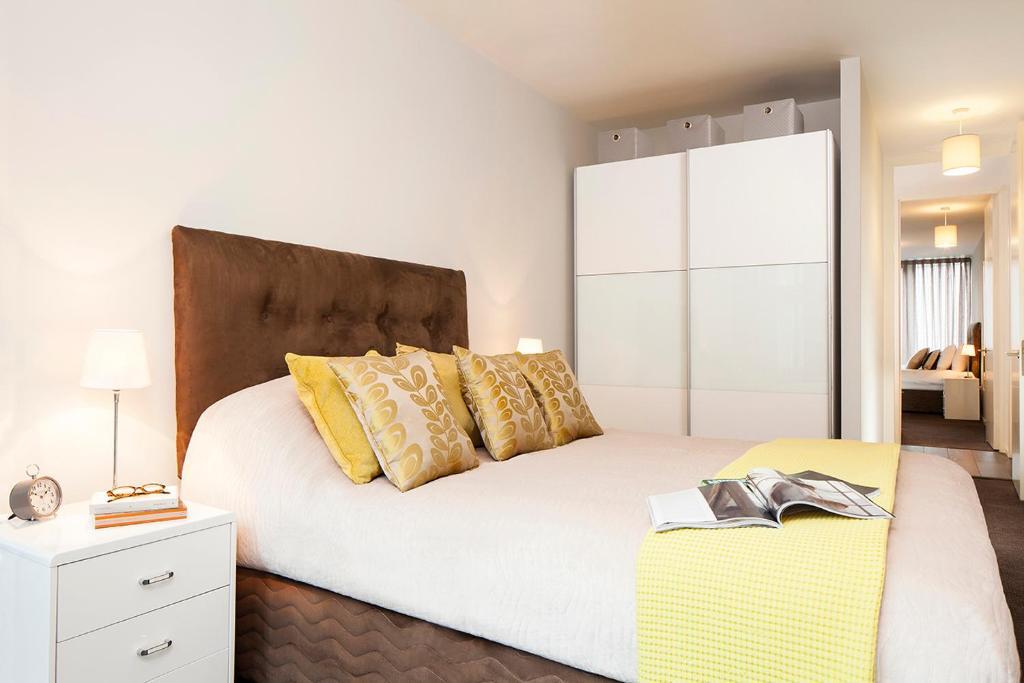 Un ou plusieurs lits dans un hébergement de l'établissement Luxurious double room & private bathroom