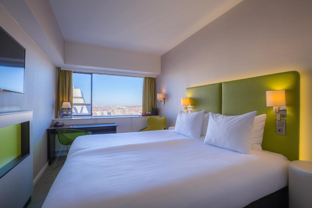 Een bed of bedden in een kamer bij Thon Hotel Brussels City Centre