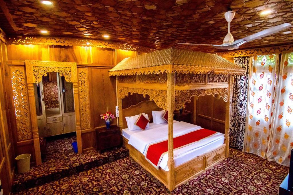 Litera o literas de una habitación en Sikandra Palace Group Of Houseboats