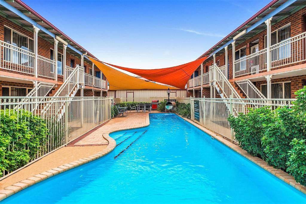 The swimming pool at or near Quest Yelverton Kalgoorlie