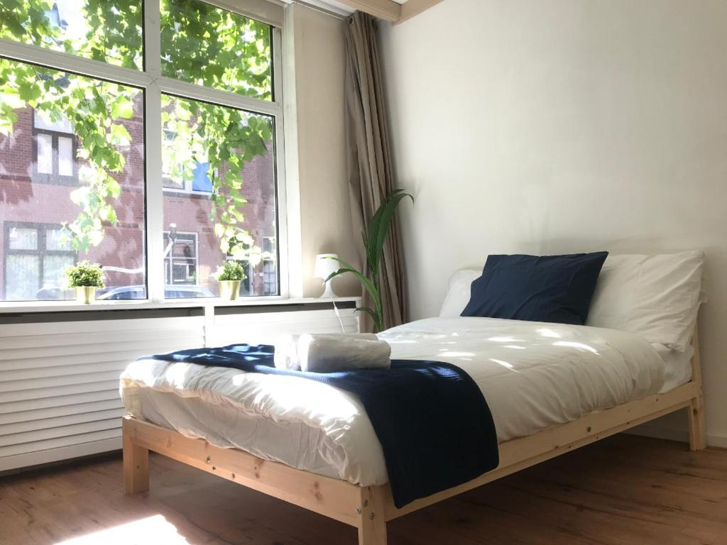 A bed or beds in a room at TU Delft+city center Private bathroom&walkscore999