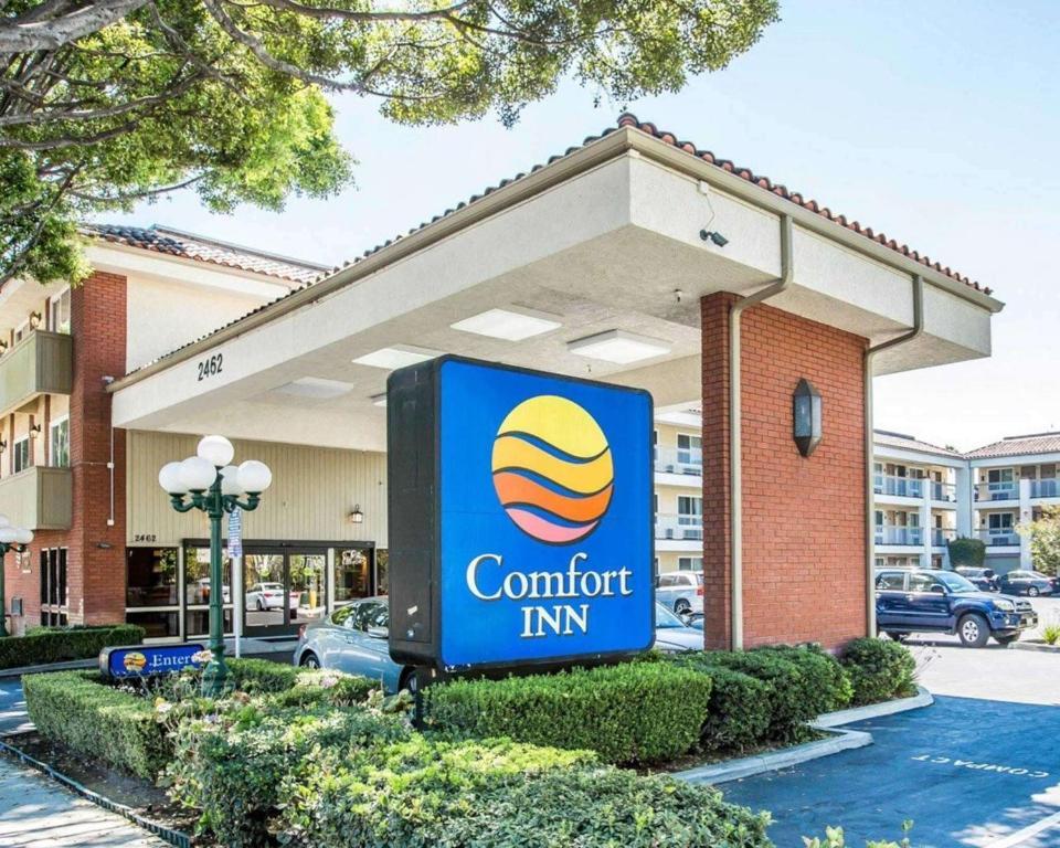 Comfort Inn near Pasadena Civic Auditorium.