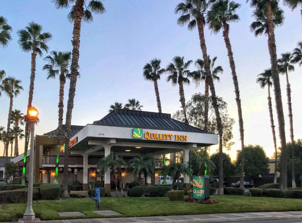 Quality Inn Riverside, CA - Booking.com on