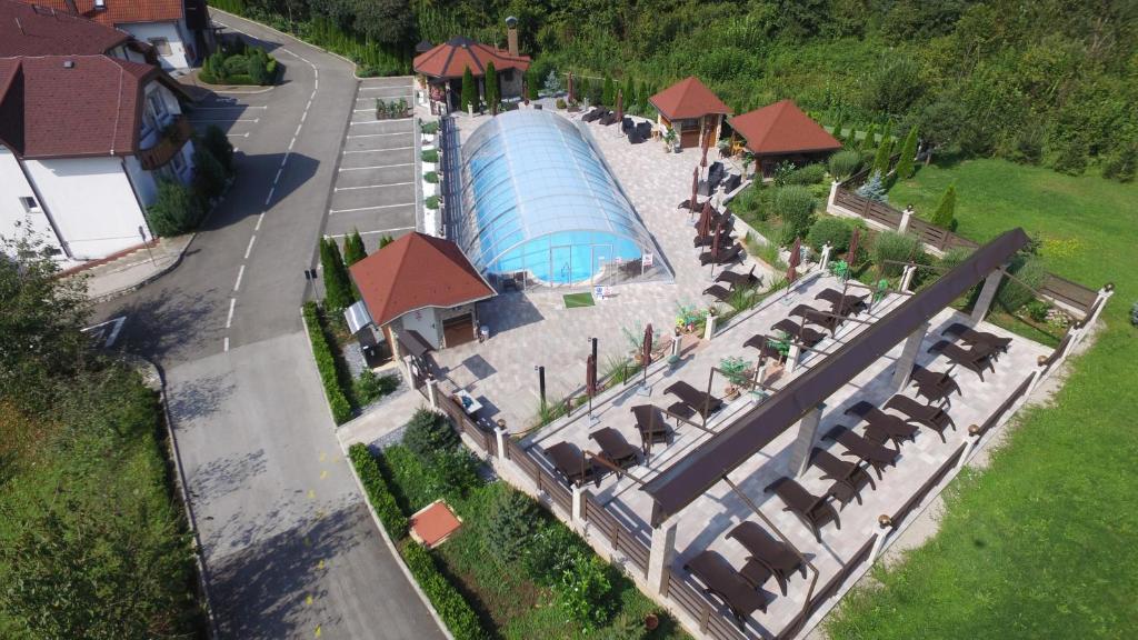 Blick auf Villa Plitvicka Sedra aus der Vogelperspektive