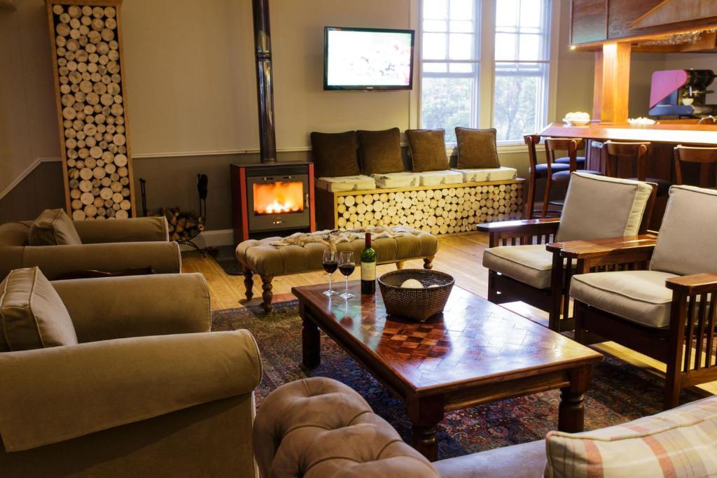 Excellent Booking Com Queens Hotel Oudtshoorn Sudafrika 337 Beatyapartments Chair Design Images Beatyapartmentscom