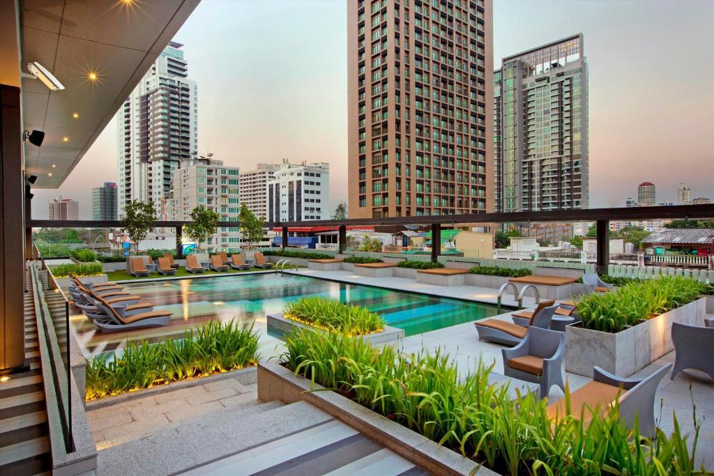 The swimming pool at or near DoubleTree by Hilton Sukhumvit Bangkok
