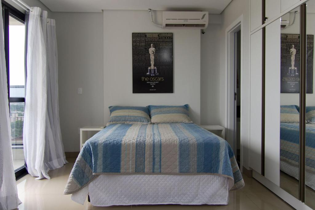 A bed or beds in a room at Flat no centro da cidade