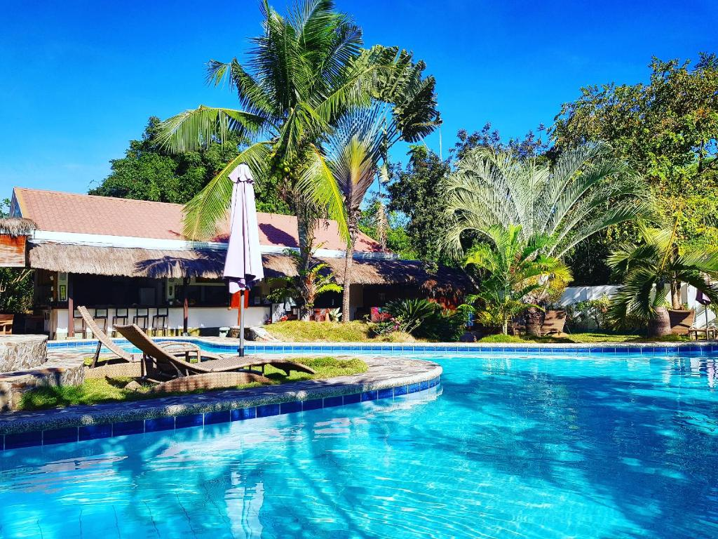 福茂薩波荷別墅酒店游泳池或附近泳池