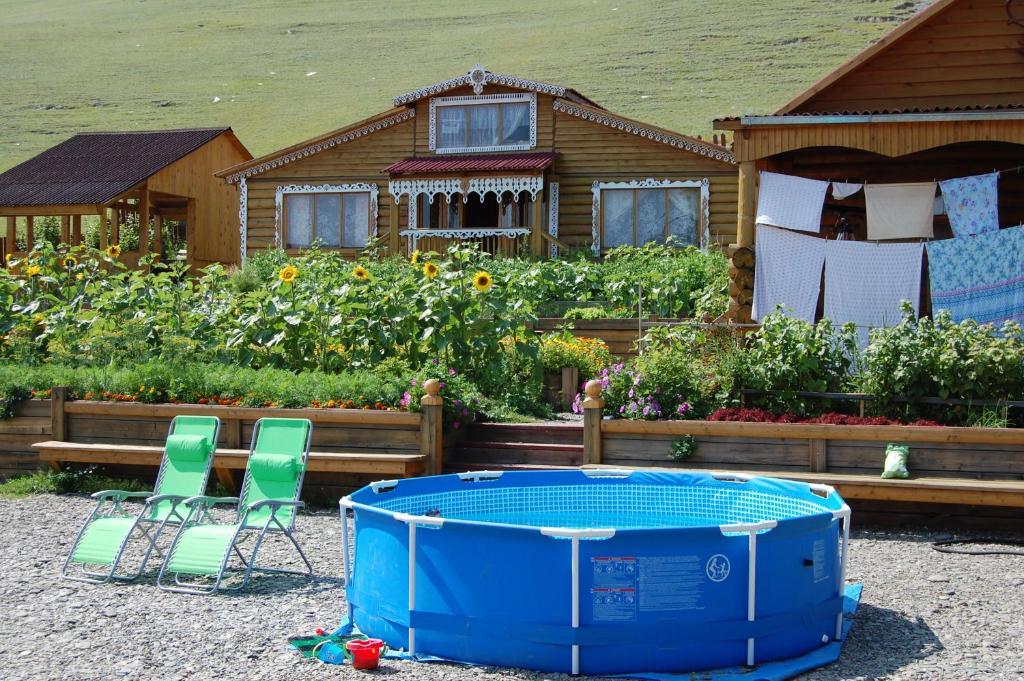 Бассейн в Гостевой дом Байкал  или поблизости