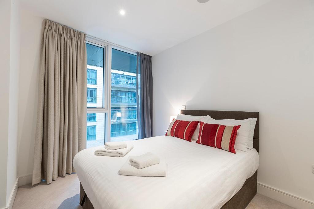 Ein Bett oder Betten in einem Zimmer der Unterkunft Charming 2BR apt in Battersea by Wandsworth Town