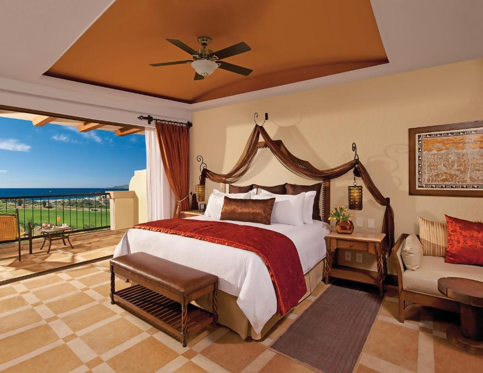A bed or beds in a room at Secrets Puerto los Cabos Golf & Spa Resort All Inclusive 18+