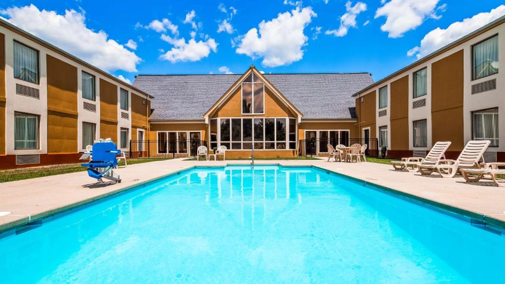 The swimming pool at or near Best Western Wytheville