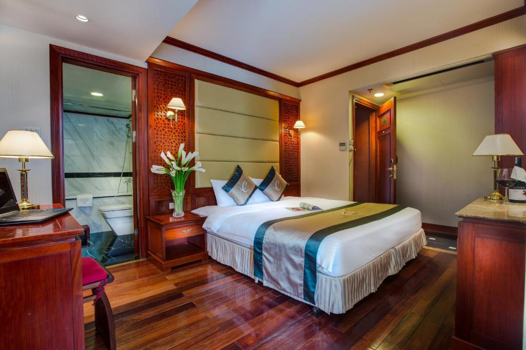 A bed or beds in a room at Conifer Boutique Hotel